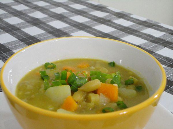 Sopa de legumes sabor abraço de mãe